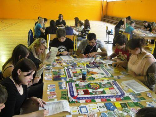 Studenti zlepšují svou finanční gramotnost pomocí hry Finanční svoboda